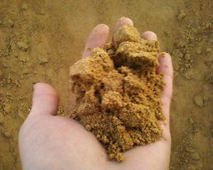 песок сеяный купить в Минске и Минской области доставкой на объект